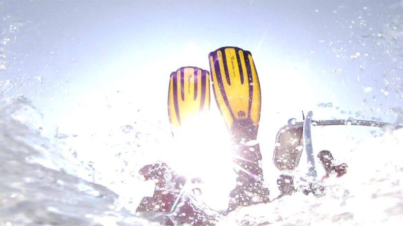 Flossen - mit Tauchflossen aus dem Boot